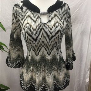 Nicola Black And White Crinkle Blouse